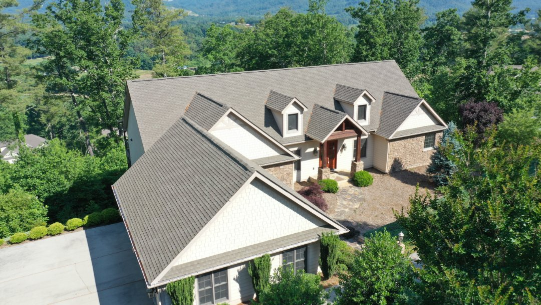 Hendersonville, NC - Free roofing inspection, roof estimate, gutter repair and paint estimate.