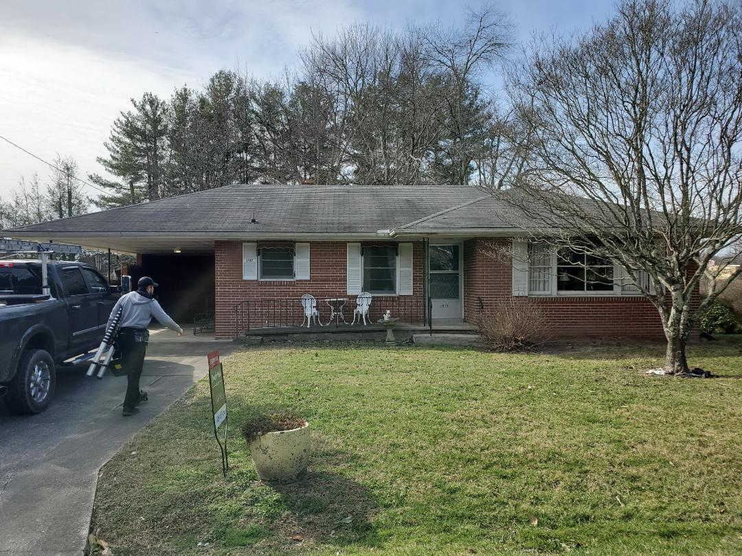 Hendersonville, NC - New GAF roof estimate. Seamless Gutter estimate. Painting estimate.  Master Elite. Gaf golden pledge warranty.