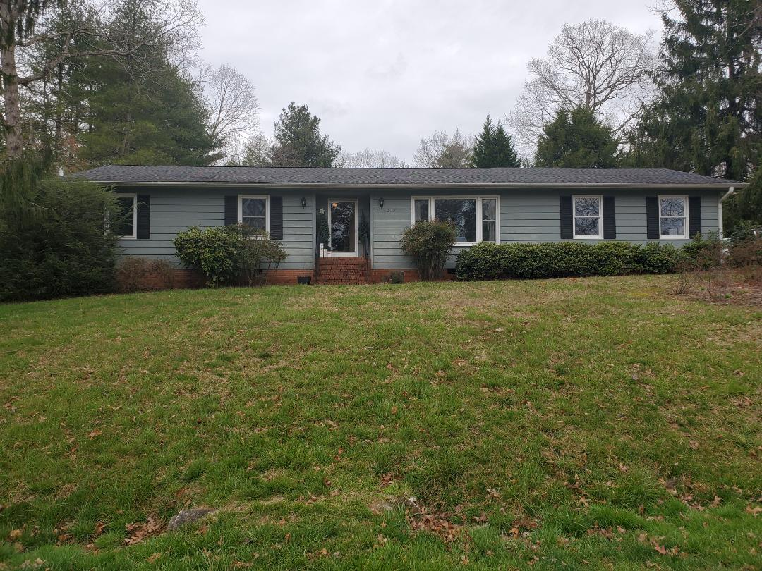 Hendersonville, NC - Independent roofer. New roof estimate.  GAF Master Elite.  Roof repair. Gutter repair.  Seamless gutters.  Painting estimate.