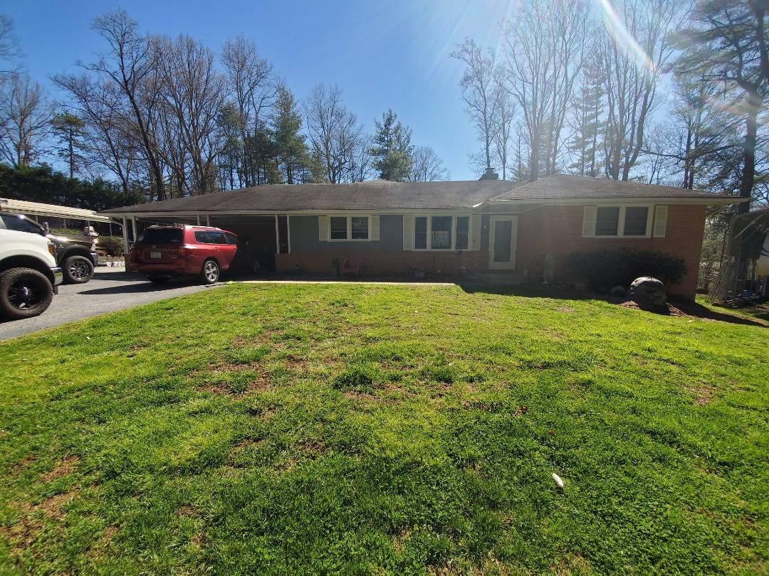Hendersonville, NC - Roofing estimate,  independent roofer,  seamless gutter estimate