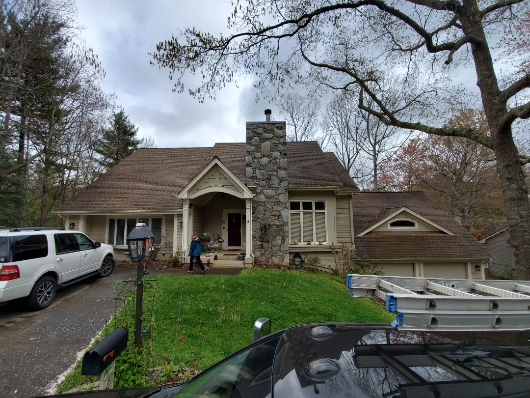 Asheville, NC - Roof replacement estimate,  exterior paint estimate,  seamless gutter estimate.  Independent roofer