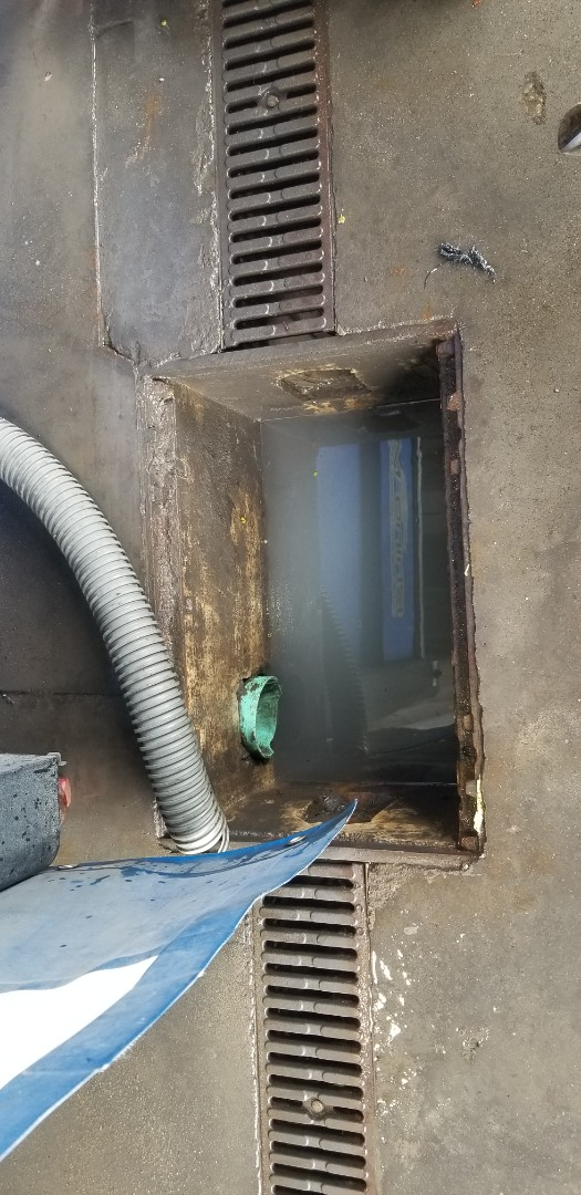 East York, ON - Cleared wash bay drain