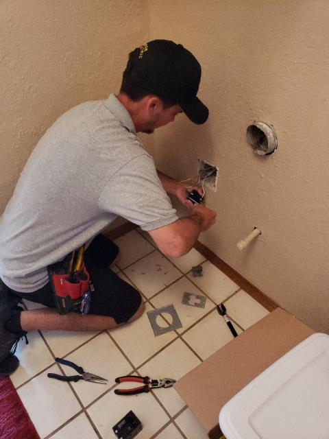 Oklahoma City, OK - Dryer Plug.  Electrician replacing dryer plug.