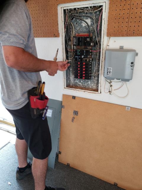 Oklahoma City, OK - Electrician replacing 40 amp breaker.