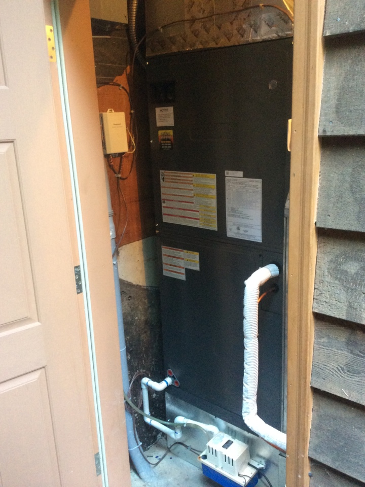 Tidewater, OR - Air conditioning visit. Installation and commissioning of a 5 ton Goodman Heatpump in Tidewater Or