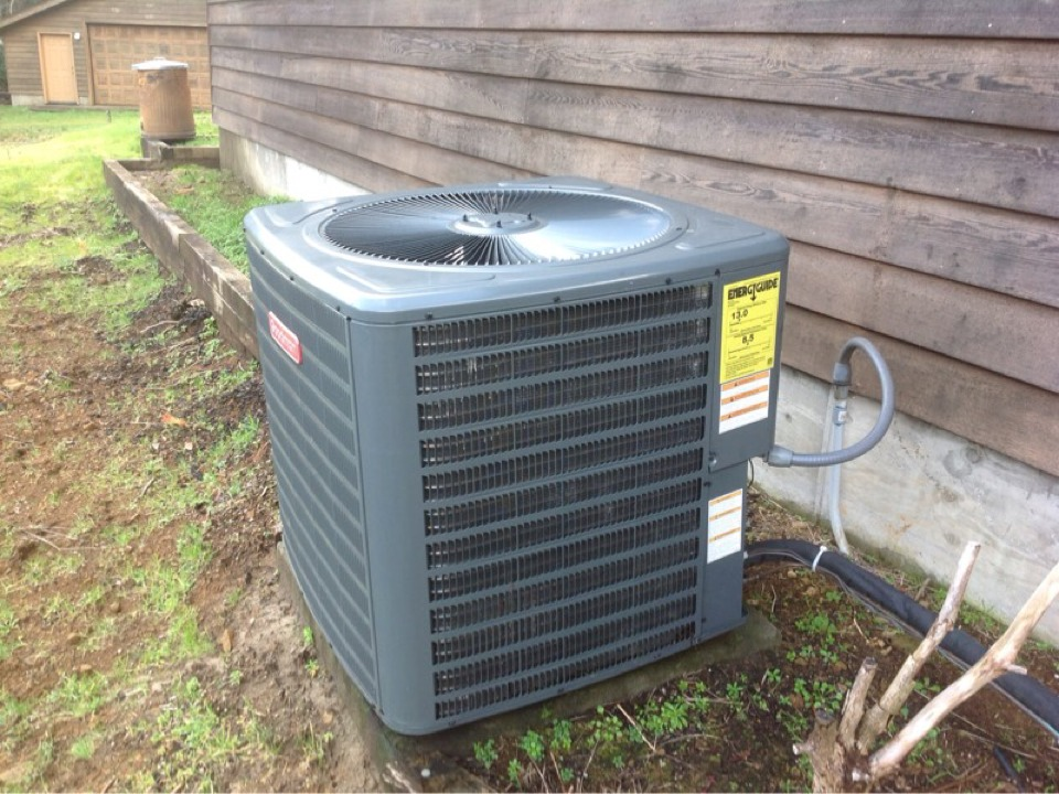 Tidewater, OR - Maintenance visit. Air conditioning service call on a Goodman Heatpump in Tidewater Or