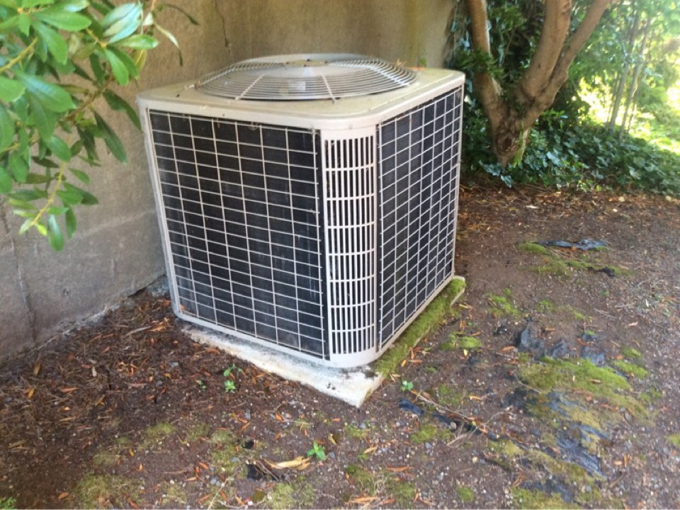 Neotsu, OR - Repair visit for a Lennox Heat pump system in Lincoln City, Oregon