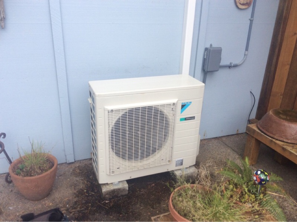Depoe Bay, OR - Service requested to perform the annual maintenance on a Daikin ductless Heatpump in Depoe Bay Or