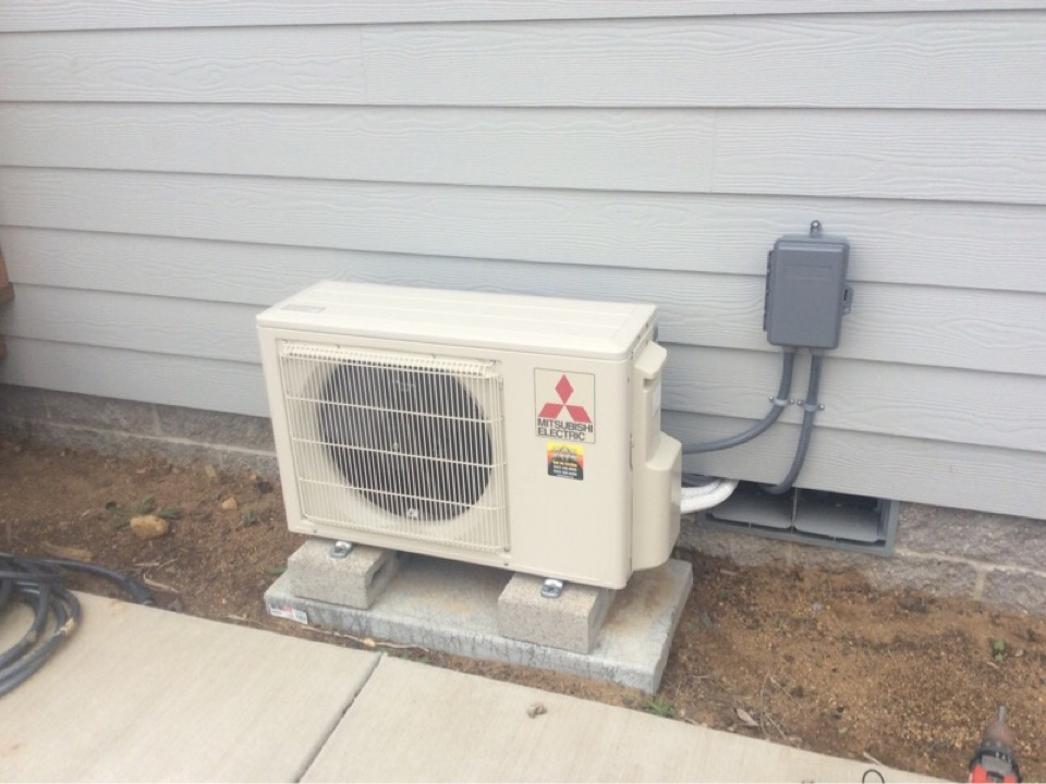Depoe Bay, OR - Bi Annual scheduled service visit requested to perform the duties of performance verification, cleaning, and maintenance for a Mitsubishi hyper heat ductless Heatpump in Depoe Bay Or