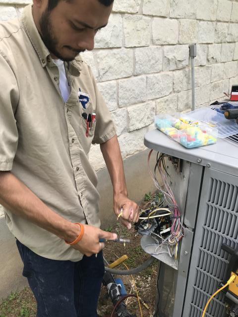Austin, TX - ac service in Austin TX. Replace dual run capacitor. Preventive maintenance Austin TX.