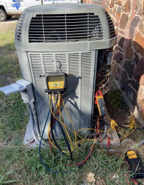 Smithville, TX - HVAC repair. Testing a Trane system. The AC is working properly at this time.
