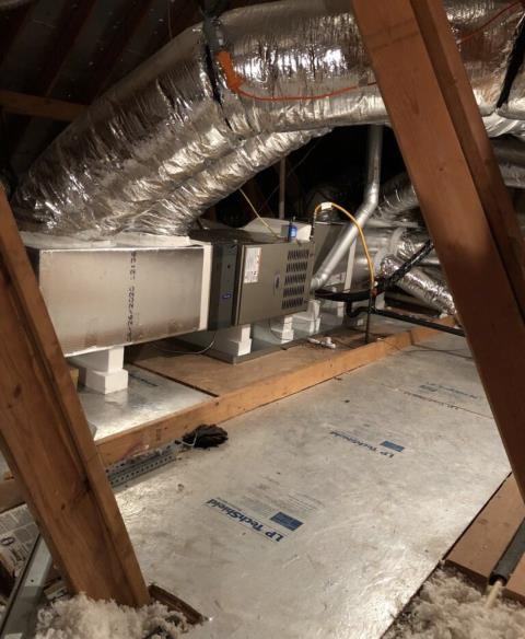 Bastrop, TX - Commercial AC repair. Ductwork needs to be replaced. Replace ductwork. The AC is cooling properly at this time.