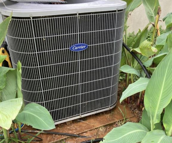 Smithville, TX - Air conditioning companies. Perform maintenance on a Carrier ac system. The air conditioner is cooling properly at departure.