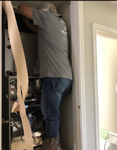 Smithville, TX - HVAC Installation. Install new air conditioning system. Check operation and the system is working properly at this time.