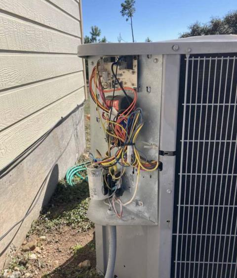 Cedar Creek, TX - Air conditioning and heating. Perform heating evaluation on HVAC system. The HVAC system is working properly at this time.