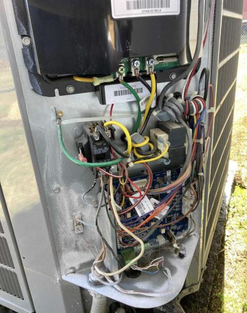 Cedar Creek, TX - Air Conditioning Service. Perform heating evaluation on Carrier Heat Pump System. The Carrier Heat Pump System is heating properly at this time.