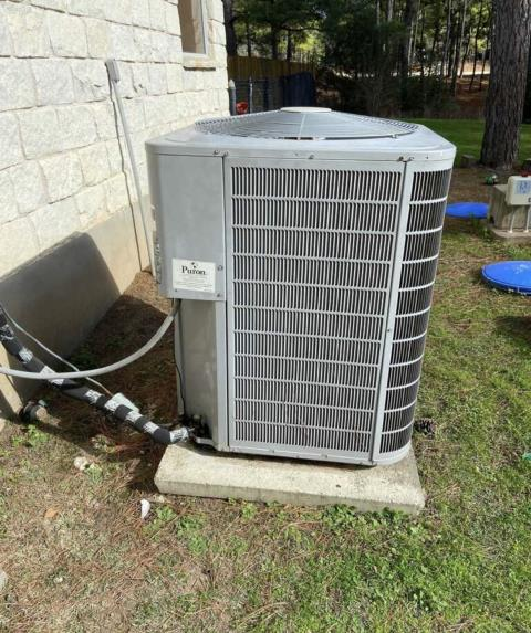 Smithville, TX - heating and air conditioning. Perform heating evaluation on HVAC system. The HVAC system is heating properly at this time.