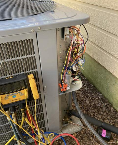 Cedar Creek, TX - Heating service. Perform heating evaluation on Carrier heat pump system. The Carrier heat pump system is heating properly at this time.