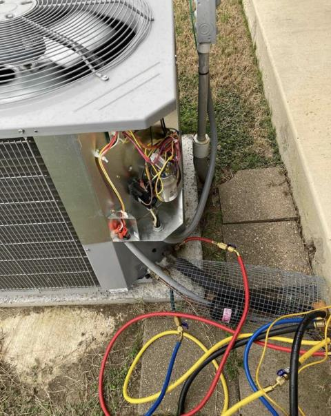Bastrop, TX - HVAC service. Perform heating evaluation on heat pump system. The heat pump system is heating properly at this time.