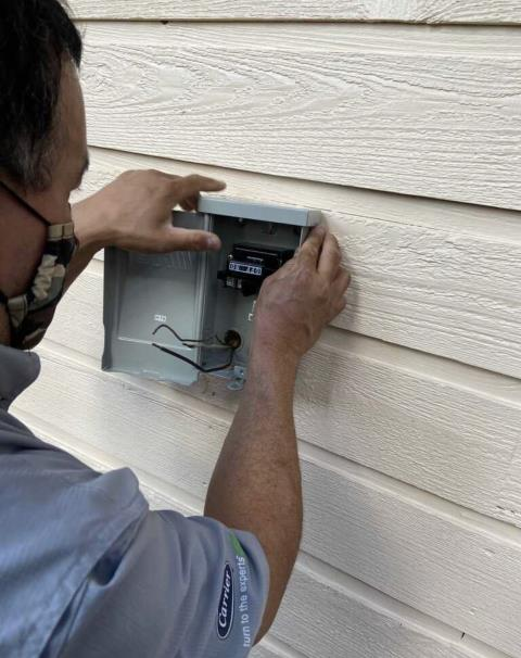 Bastrop, TX - Air conditioning service. Install a new disconnect box and check operations of HVAC system. The HVAC system is working properly at departure.