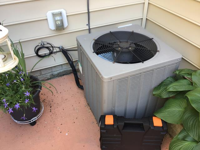Gahanna, OH - Performed our special Spring Tune-Up and Safety Checkout on a 2005 Weatherking Air Conditioner. Replaced the Capacitor 7.5.