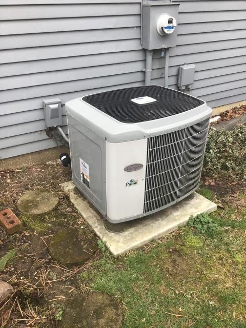 Reynoldsburg, OH - Providing a free quote to the customer for a new Carrier Heat Pump.