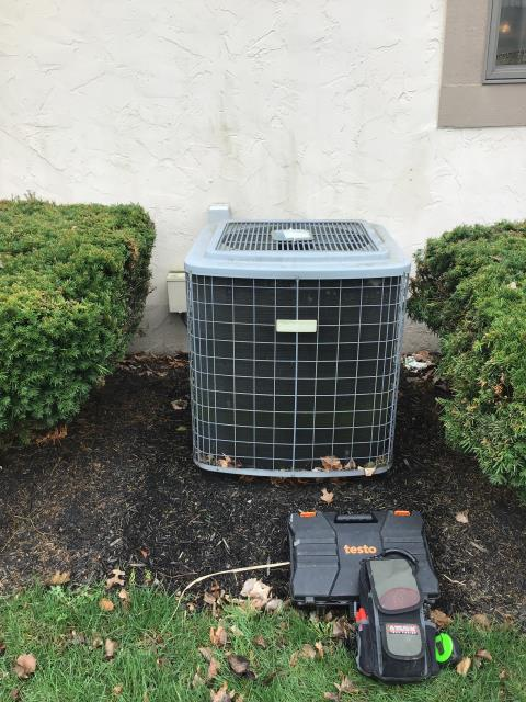 Pickerington, OH - Tuneup on Comfortmaker Heat Pump. The equipment is operating properly.