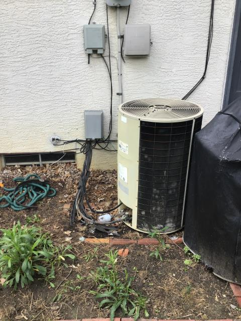Columbus, OH - Provided the customer with a free  estimate for a new Carrier 13 SEER 3.5 Ton Air Conditioner and Carrier 96% 100,000 BTU Gas Furnace