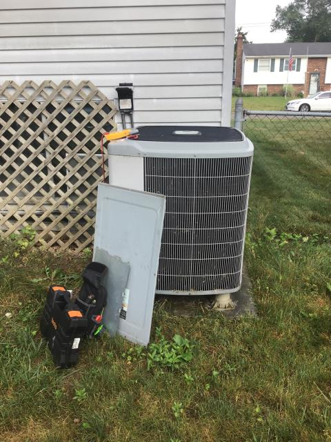 Groveport, OH - I replaced the Compressor-Motor Surge Capacitor on a 2005 Carrier