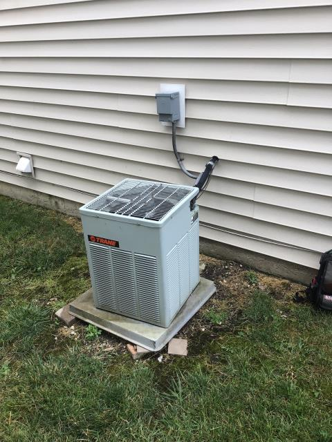 Canal Winchester, OH - I Performing our Five Star Tune-Up & Safety Check on a 2004 Trane Air Conditioner