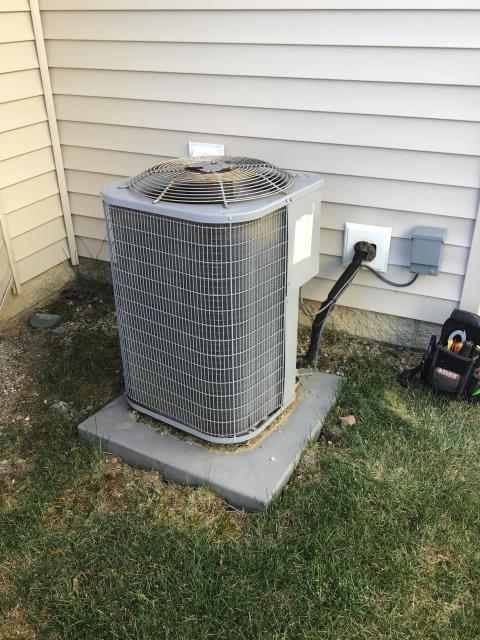Canal Winchester, OH - I replaced the Compressor-Motor Surge Capacitor on 2012 Bryant