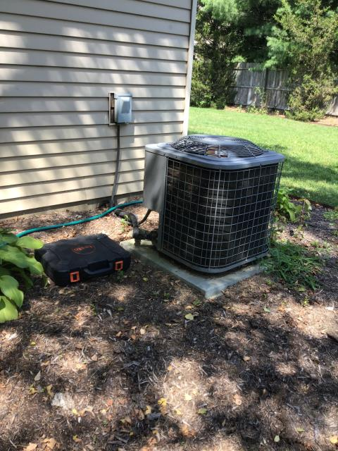 Pickerington, OH - We Replaced the Compressor-Motor Surge Capacitor on a 2008 AC, and added 1 pound of Refrigerant R-22 Freon
