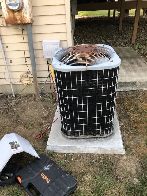 Groveport, OH - I replaced the Compressor-Motor Surge Capacitor on a 2001 Carrier