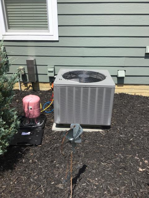 Pickerington, OH - I added 3 pounds of Refrigerant R-410A Puron into a 2013 Rheem