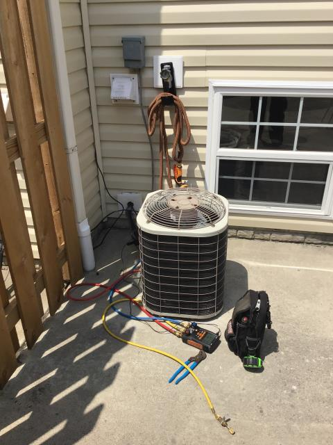 Canal Winchester, OH - This 2002 Bryant Unit freezing up. this unit needs Approximately 6 pounds of Refrigerant R-22 Freon