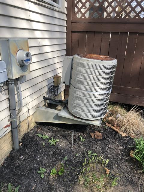 Hilliard, OH - I gave an estimate to replace a Carrier gas furnace and air conditioner.  I recommend replacing it with a Carrier 96% 40,000 BTU Gas Furnace and a Carrier 17 SEER 3 Ton Air Conditioner.  Included in the estimate is a 1 year free service maintenance agreement.