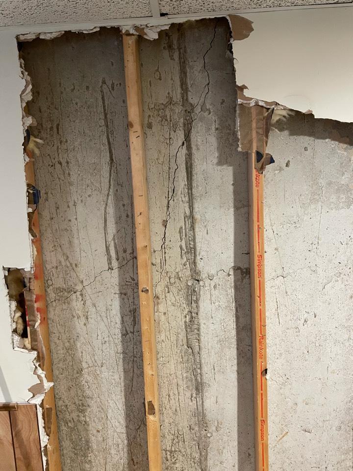Ballwin, MO - Crack in basement wall
