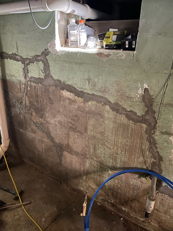 St. Louis, MO - Wall pushing in, helical anchors needed.
