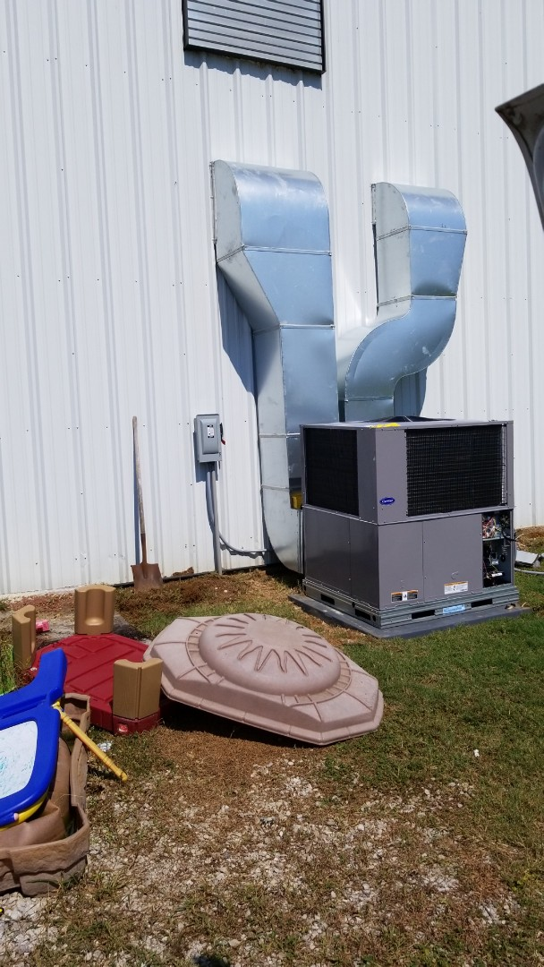 New Albany, MS - Installing new duct and package unit
