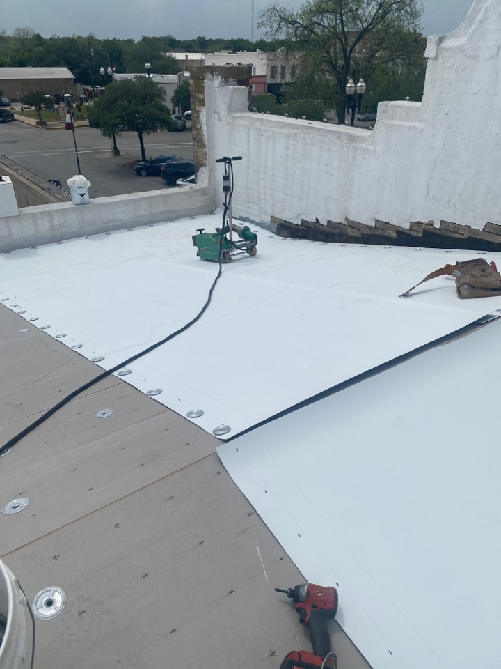 Lockhart, TX - Installing a mew TPO roof