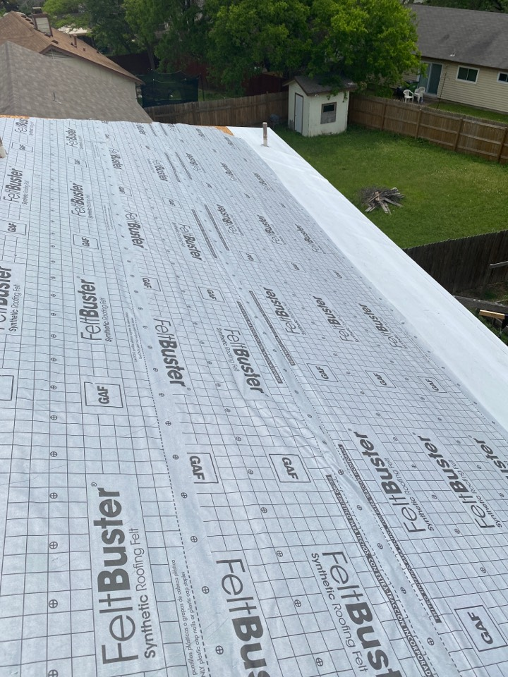 Round Rock, TX - Getting ready to install a new GAF HDZ shingle