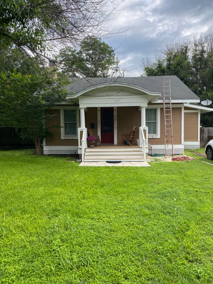 Lockhart, TX - Looking at roof for leaks and possible replacement