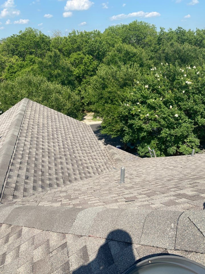 Pflugerville, TX - Another beautiful installation of a Timberline HDZ with a lifetime warranty!!