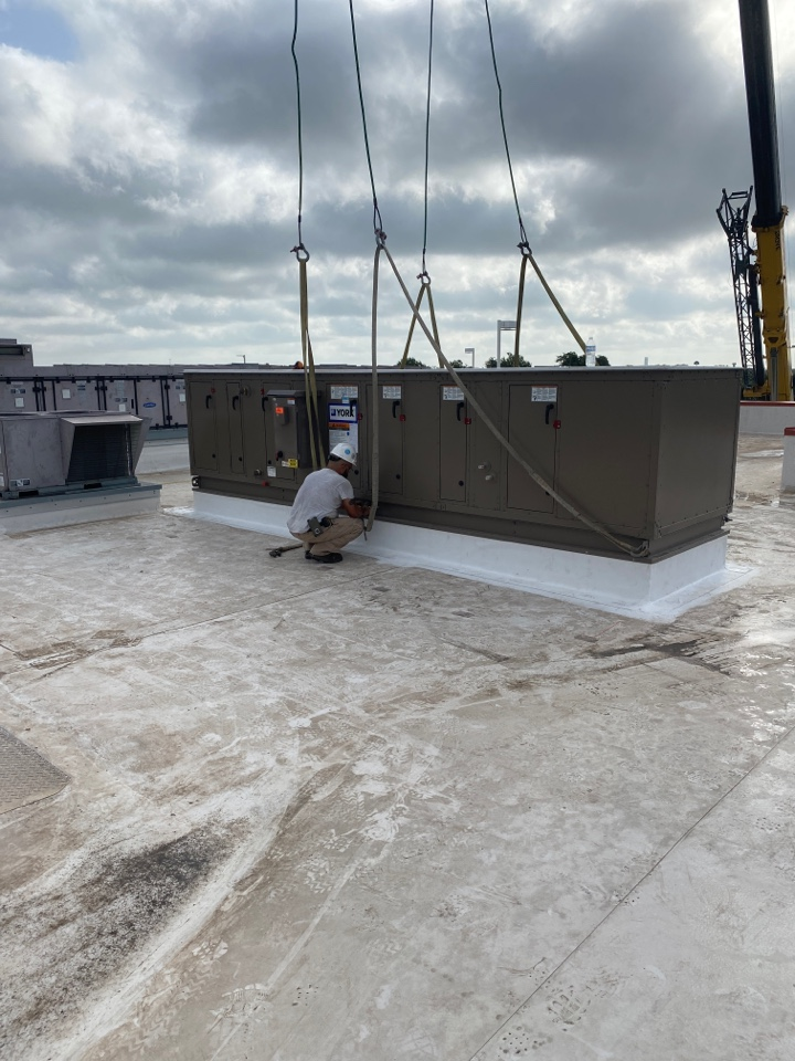 New Braunfels, TX - Setting the new chilled water AC unit on the roof curb we installed last weekend on the surgery center