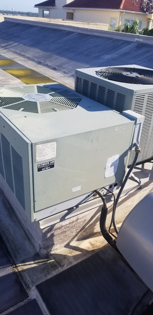 Bradenton, FL - Maintenance on 2.5 ton HVAC system.