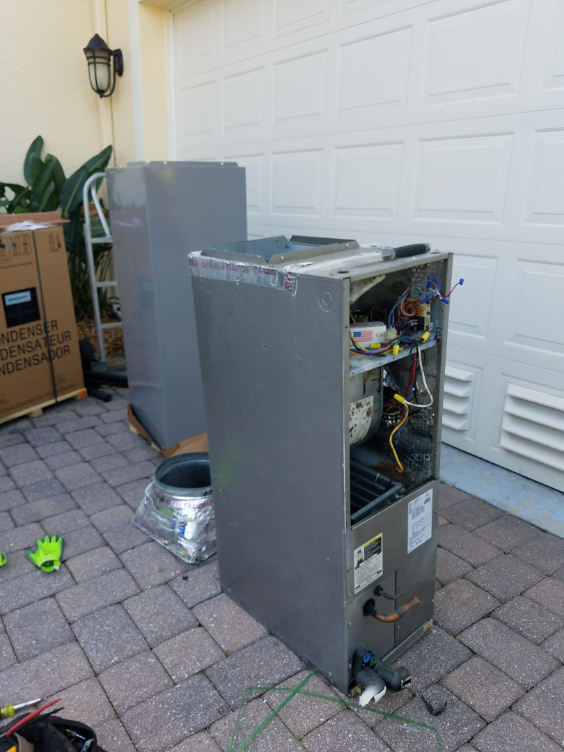 Longboat Key, FL - New 2 ton system With hung condenser.