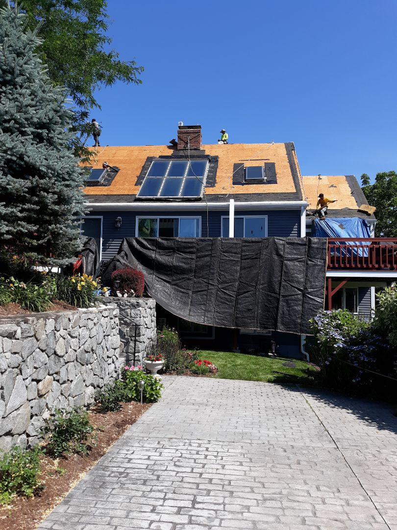 Narragansett, RI - This home on the hillside by the sea is gaining a new GAF Timberline HD roof system!