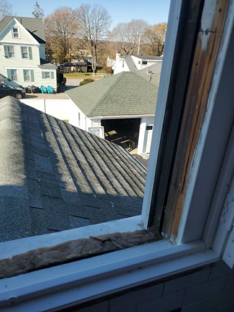 Westerly, RI - Westerly RI replacement window project. Removing old windows and installing new energy efficient Harvey Replacement Windows.