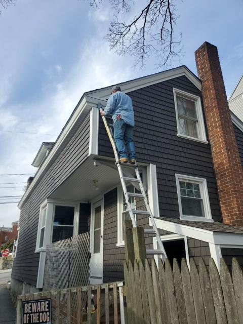 New London, CT - Finishing up the loose ends on this siding project in New London Ct. All new cedar impressions and aluminum trim on this historic home.