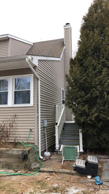 Preston, CT - This home will be getting a full vinyl siding replacement. All existing siding will be removed, new house wrap installed, new window flashing installed. Then all new Emerson Vinyl siding.
